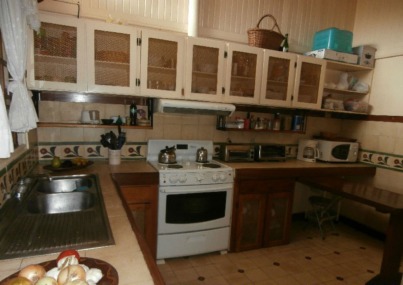 Kitchen-coming-in-from-laun